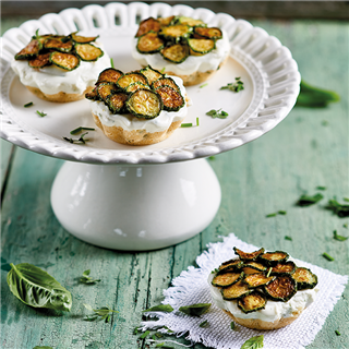 Mini cheesecake salate alle zucchine e menta